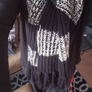 MELROSE AND MARKET CABLE KNIT SCARF